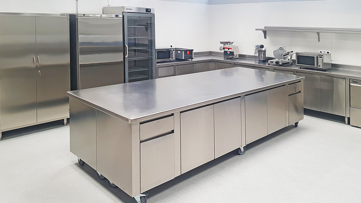 Equipamiento Cocina Industrial Profesional Universidad Europea de Madrid - SERHS Projects