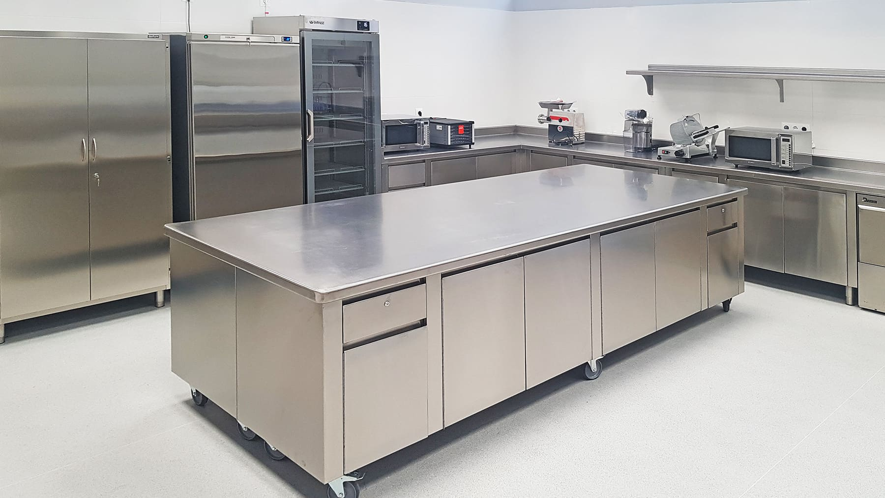 Equipamiento-Cocina-Industrial-Profesional-Universidad-Europea-de-Madrid - -SERHS-Projects