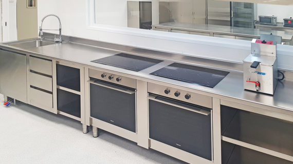 Horno Encimera y Fregadero Cocina Industrial Profesional Universidad Europea de Madrid - SERHS Projects